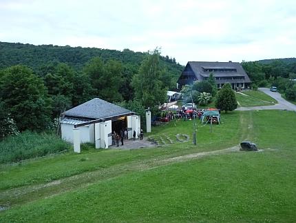 Bühne und Säulenhaus sowie Schwabenhaus und Morihaus - Foto: © 2013 by Schattenblick