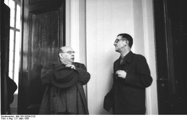 Bei der Sitzung des vorbereitenden Ausschusses der Akademie der Künste der DDR - Foto: Bundesarchiv, Bild 183-19204-2132 / CC-BY-SA [CC BY-SA 3.0 de (http://creativecommons.org/licenses/by-sa/3.0/de/deed.en)], via Wikimedia Commons