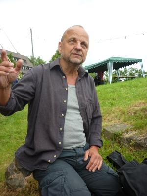 Ausholende Geste mit einer Hand - Foto: © 2013 by Schattenblick
