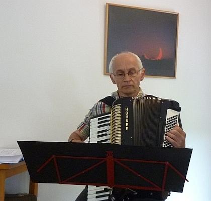 Matthias Leßmeister spielt Akkordeon - Foto: © 2013 by Schattenblick