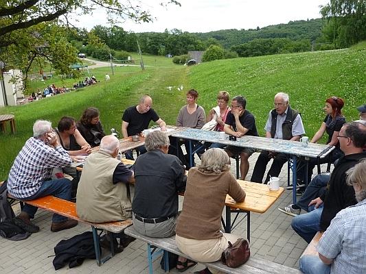 Vortrag in großer Runde - Foto: © 2013 by Schattenblick