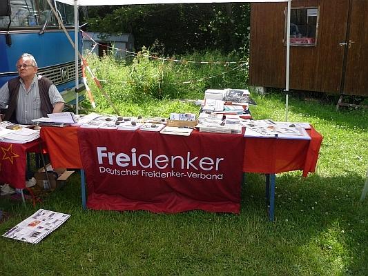 Büchertisch der Freidenker - Foto: © 2013 by Schattenblick